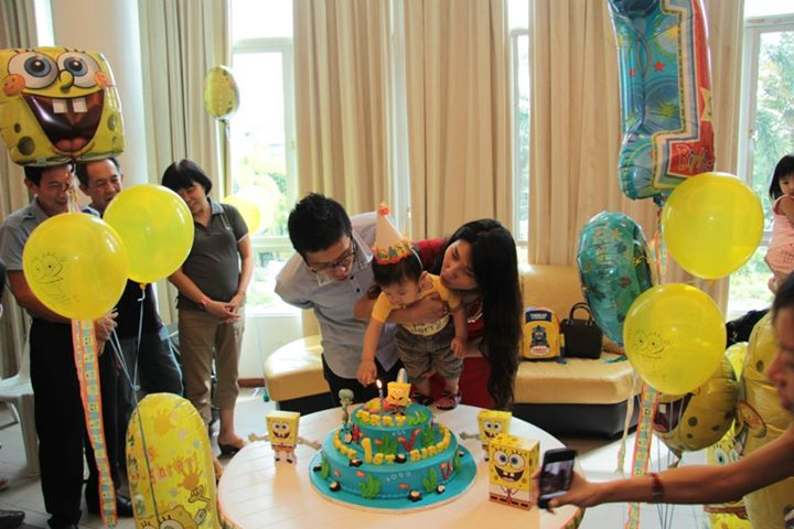 jerry-1st-birthday-blow-candle