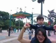 Visitng HK disneyland!