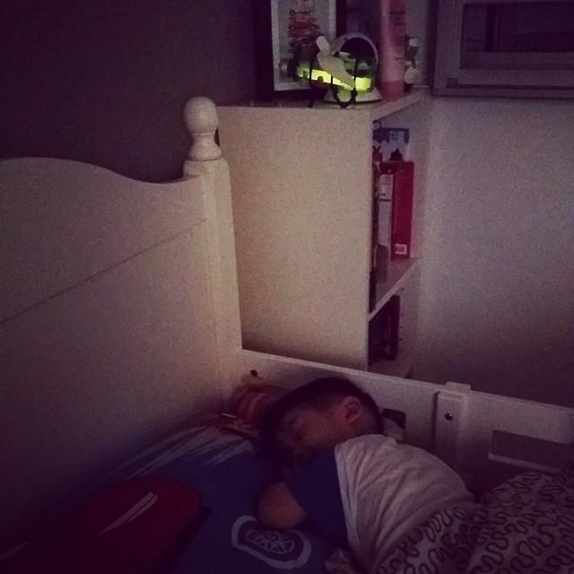 jerry-sleeps-with-firefly